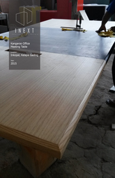 Thumb meeting table